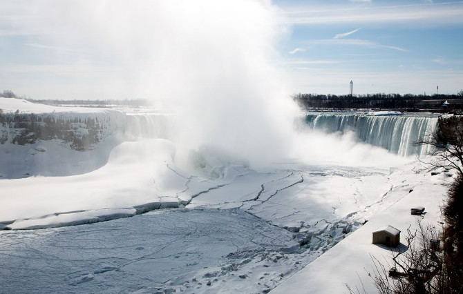 Niagara-Falls-in-Winter